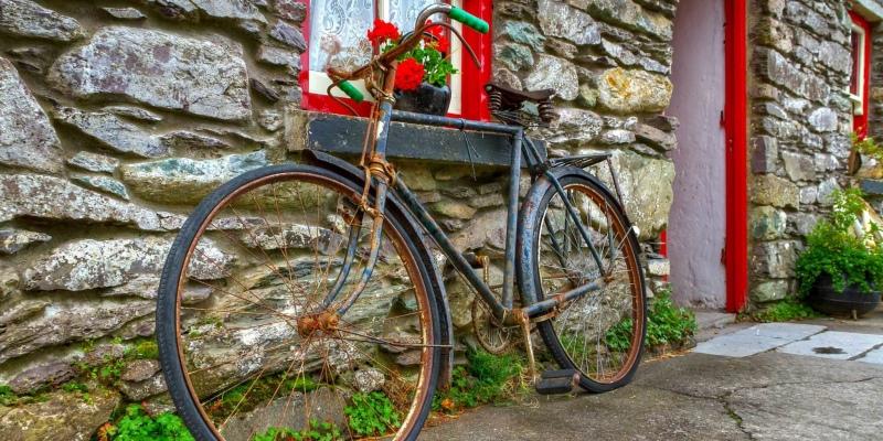 rusty bike 2048x1024